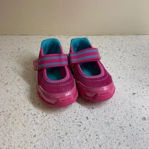 Stride Rite Clover Girls Velcro Tennis Shoes 4